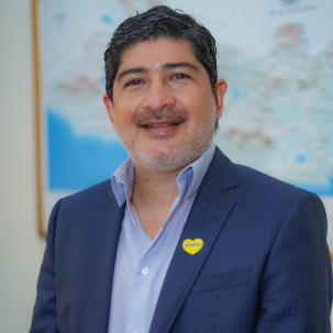 Luis Ernesto Quiñónez - Tercer Vocal